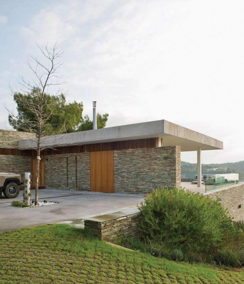 plane-house-greece-driveway