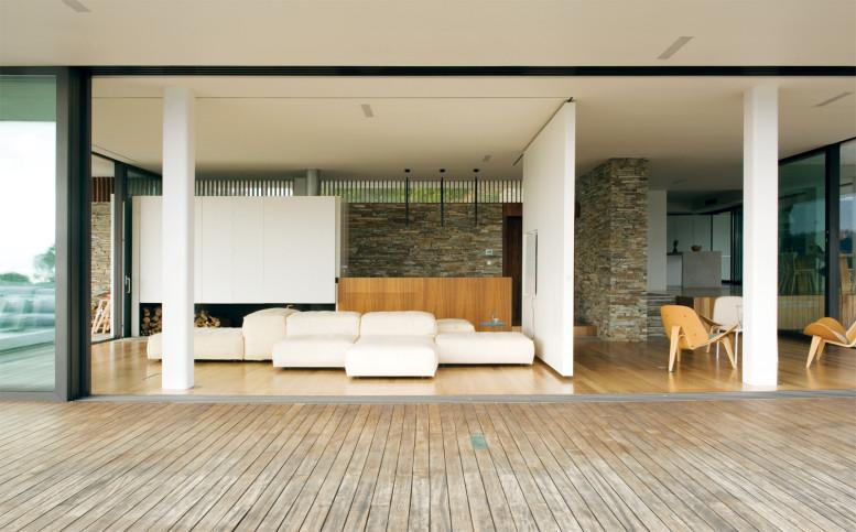 plane-house-greece-empty-lounge