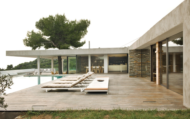 plane-house-greece-pool